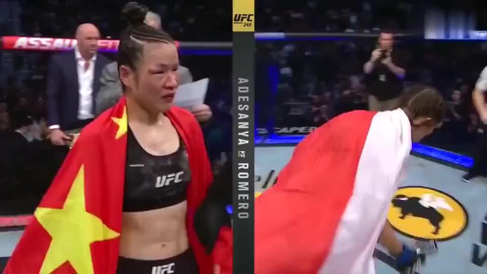 战胜乔安娜!张伟丽卫冕UFC世界冠军