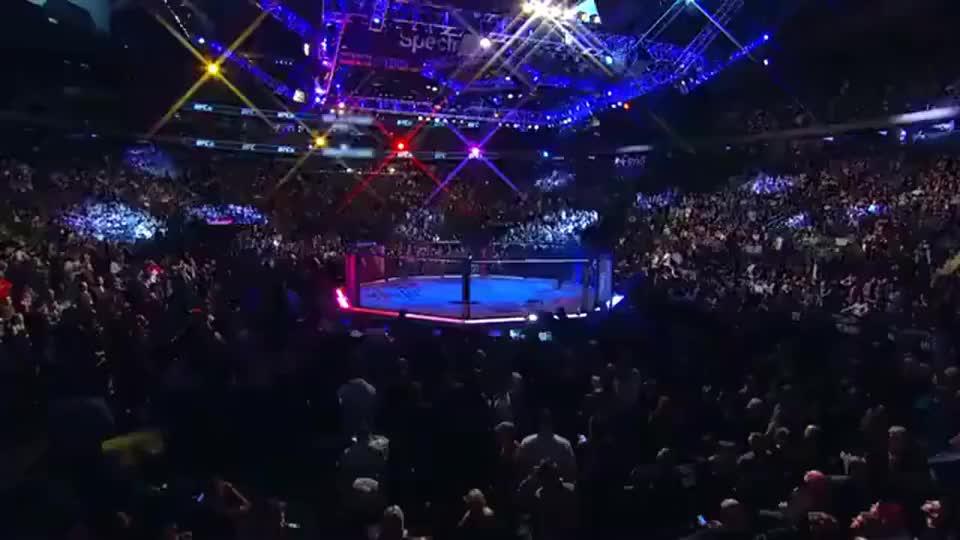 太残暴了!回顾张伟丽去年42秒KO巴西女拳王夺UFC首冠