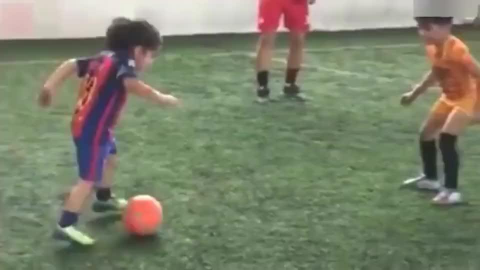 小小年级就有内马尔和梅西的天赋,未来可期!
