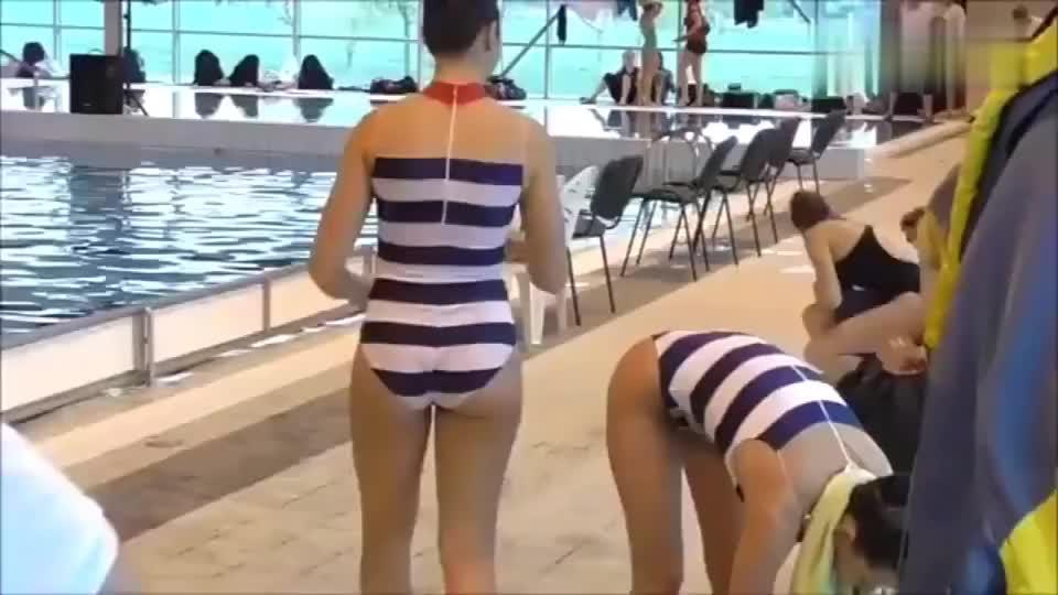 花样游泳队员赛前热身,专业选手就是不一样