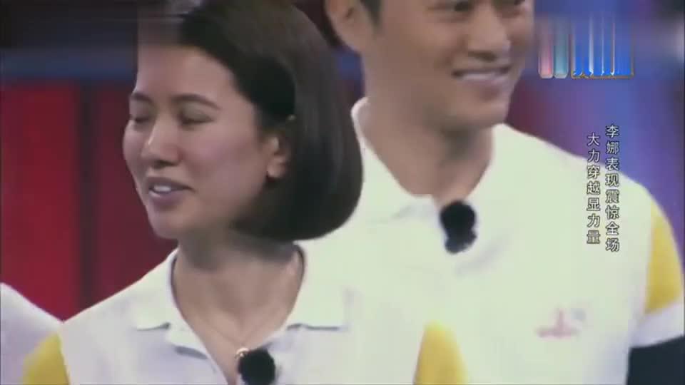 李娜展示网球惊人力量,轻易打穿石膏盘子,袁咏仪吓到捂嘴!
