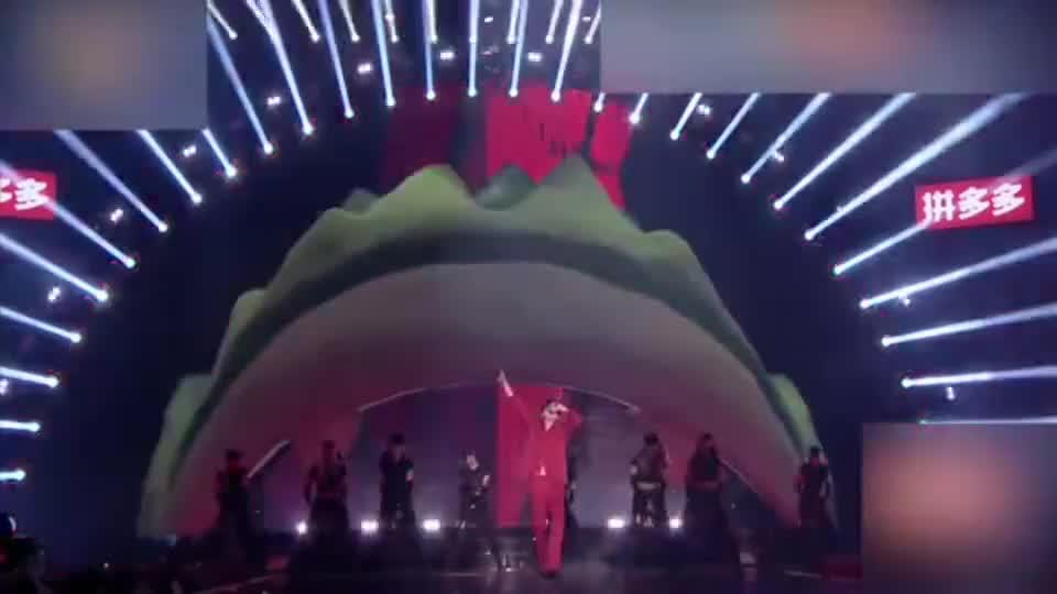 青春芒果夜:蔡徐坤《YOUNG》,舞台首秀, 尽显唱跳实力太燃了