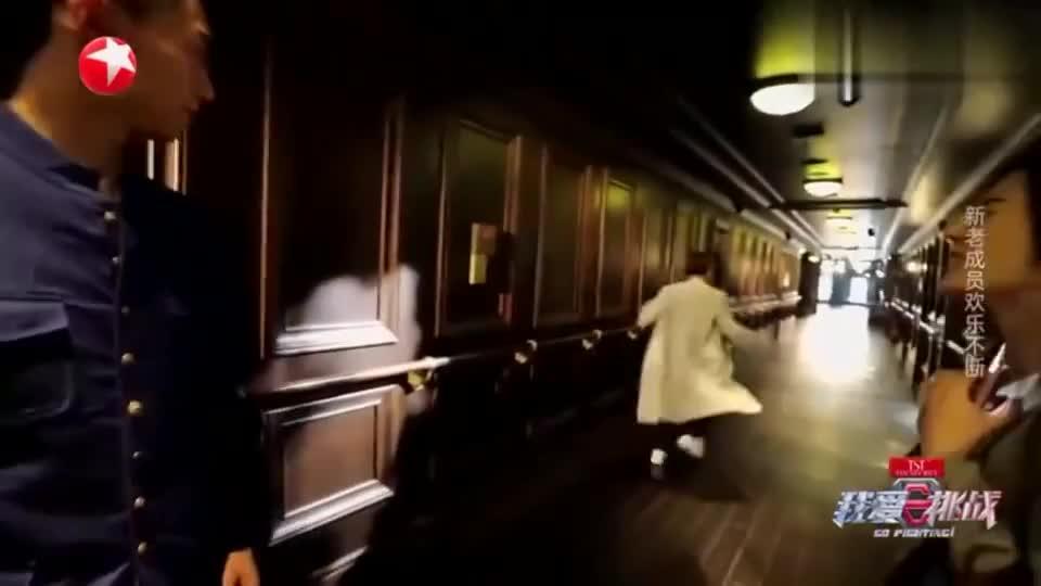 迪丽热巴两次受到罗志祥的惊吓,气的追上就动手,周扬青快管管他