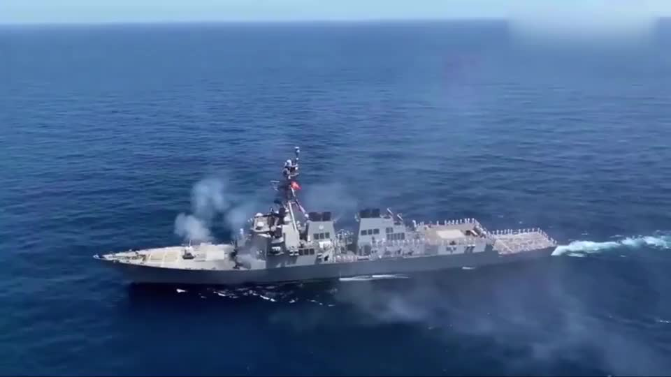 美军宙斯盾驱逐舰Mod4炮实弹训练