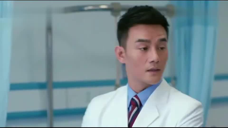 曲筱绡不按常理出牌,病房内偷亲赵医生,小护士的眼神亮了
