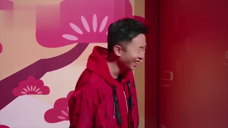 潘长江人老心不老,玩游戏还不忘自嗨,沈腾台下直调侃!