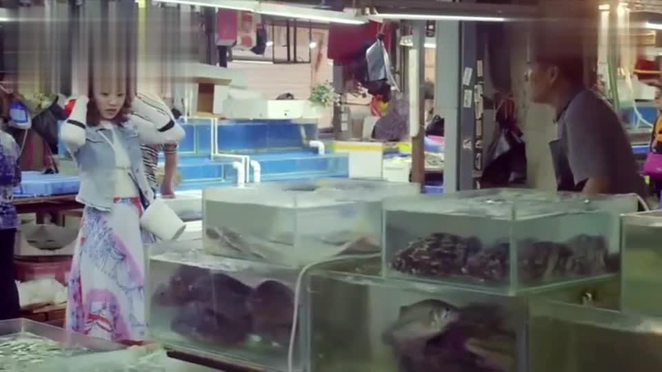 王小米市场买鱼,却偶遇闲逛的母亲,瞬间把她吓到了