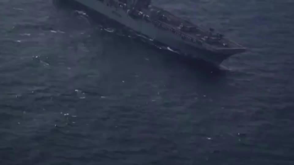 实拍美国号两栖攻击舰战斗群