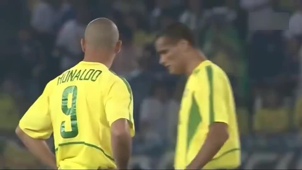 罗纳尔多的封神之战!经典回顾02年世界杯巴西2-0德国