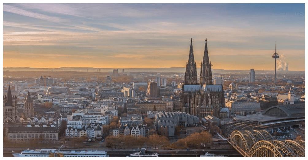 菜茵河畔的中世纪大教堂,是科隆城的象征,是游客必访的名胜古迹