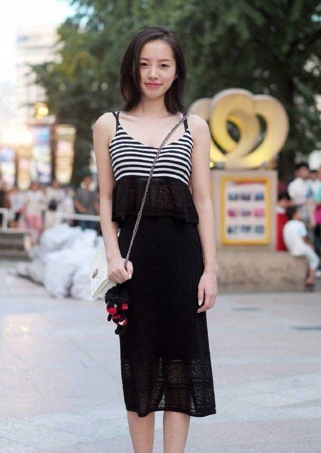 街拍:气质美女的穿搭,韵味十足,彰显女性的魅力!
