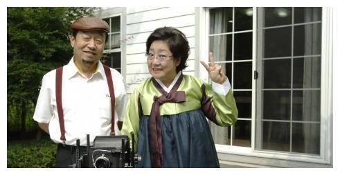 75岁金乙东仍在一线从政 儿子宋一国继承演戏天赋 三胞胎系出名门