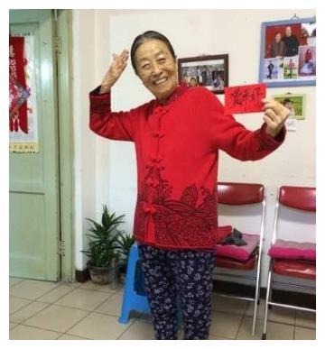 深夜2:56张少华回应50年前抄家恩怨,新凤霞儿子:她就是太爱出风头