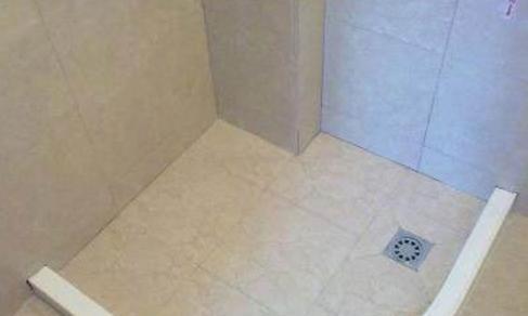 卫生间装修多数人用这种地漏,比挡水条更实用方便,太聪明了!