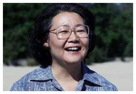她是妈妈专业户,出道24年0绯闻,与初恋结婚恩爱29年!