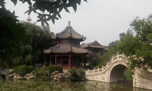 保定古城莲花池公园是位于市中心的静谧花园