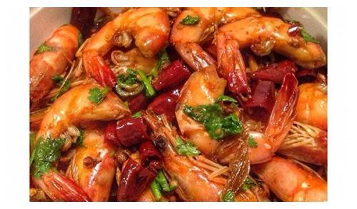 夏日炎炎,来点麻辣鲜虾、咸蛋黄南瓜、红油金针菇,搭配清粥最好
