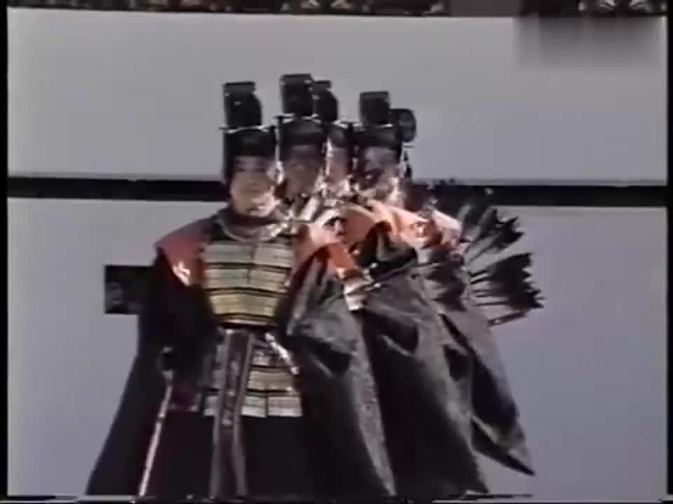 1990年日本明仁天皇登基仪式 臣民高呼万岁 日本精神图腾