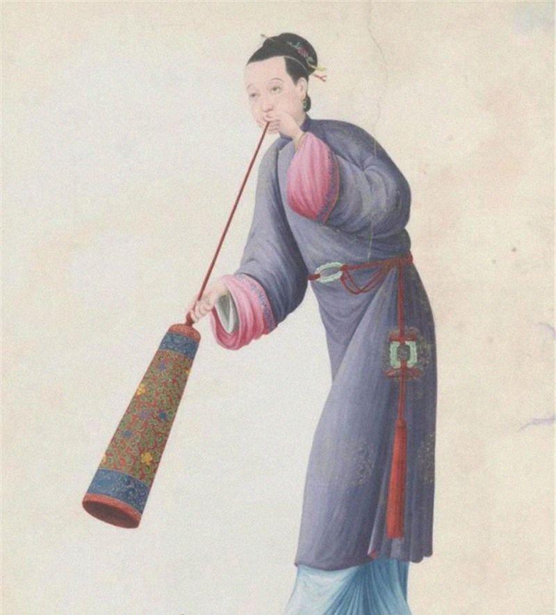 外国人画的清朝女子,站有站相,坐有坐相,难得一见
