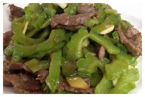 苦瓜炒牛肉,苦瓜去火又不苦牛肉嫩滑入味,营养下饭