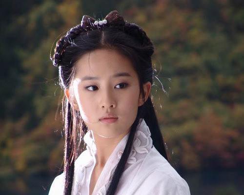 《花木兰》官宣撤档,刘亦菲却曝光恋情?男友竟是大家都熟悉的他
