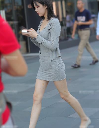 裙子就像量身定做的,比紧身衣还要紧,勒得气都出不来