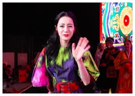 国庆后台亮点多:杨紫仙女裙暴露身材短板,刘涛蒋欣穿红衣比美