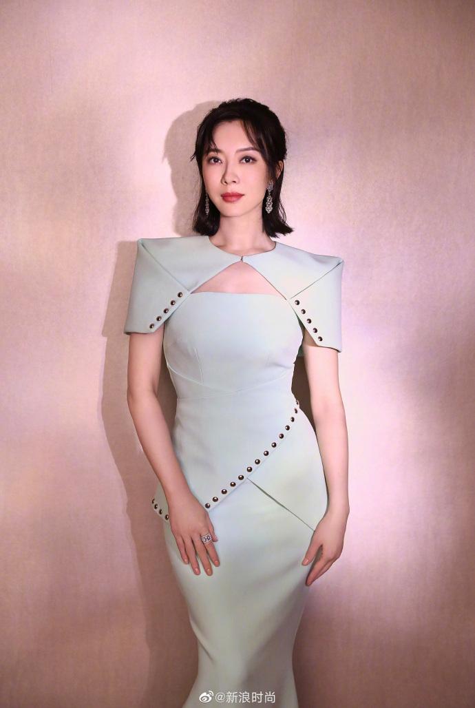 陈数披肩式薄荷绿鱼尾拖地长裙写真