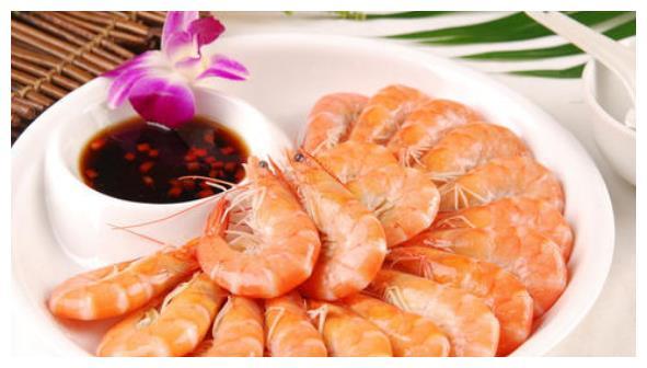 精选美食:白灼基围虾,韩式香肠土豆焖饭,川香腐竹,啤酒猪肉
