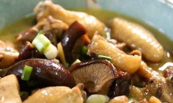 蘑菇炖鸡为什么要吃干柴?记住四个步骤,美味香浓更好