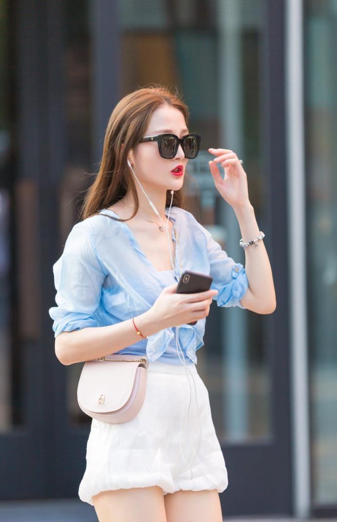 北京街拍:T恤衫的初秋搭配,简单又不失时髦