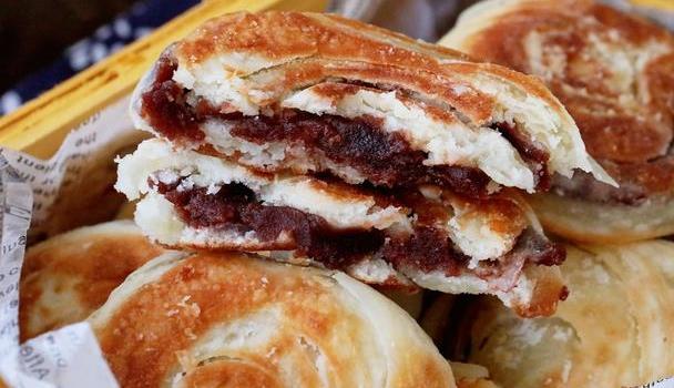 外酥里嫩的油酥豆沙饼,一步步教你起层油酥,原来如此简单!