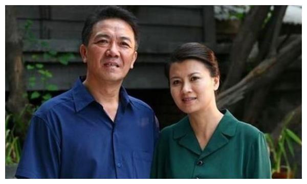 陈道明对她一见钟情,李幼斌为她净身出户,二婚三离终得幸福婚姻