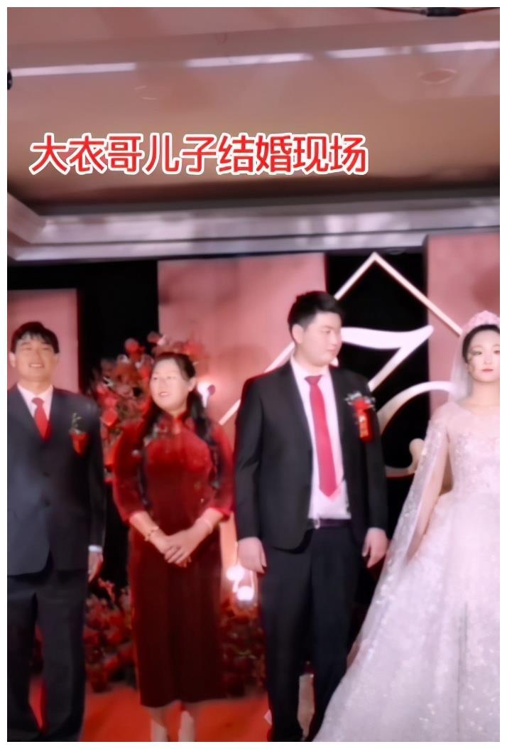 大衣哥儿子结婚,儿媳长相引人质疑:失去道德底线的人,有多可怕