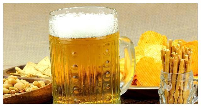 """啤酒并不是""""液体面包"""",也不是啤酒肚的根本原因,现在才明白"""