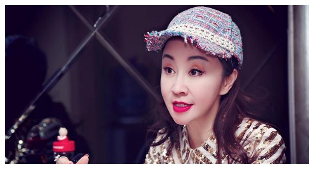 演员曹茜茜参加《男人纪念馆》剧本讨论并详细讨论杨宁