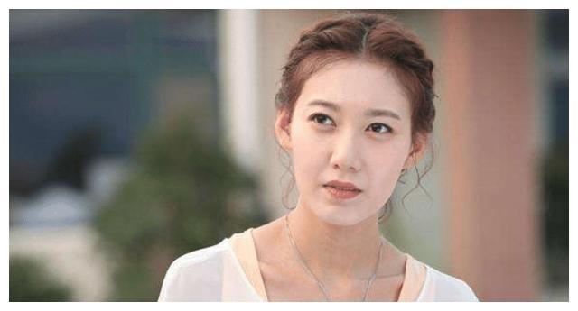 她是靳东的亲妹妹,如今因这部剧一炮而红,但老公却成了一个谜