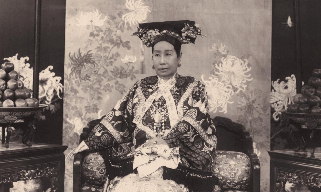 李莲英的姐姐隐瞒真相,清朝灭亡后才说出:慈禧其实不是病死的