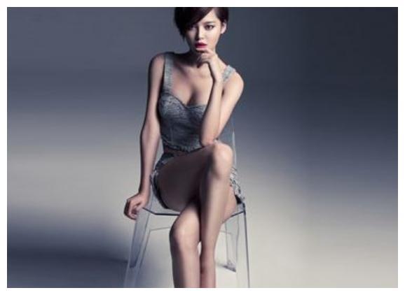 辛芷蕾:傲人身材,曲线性感真迷人