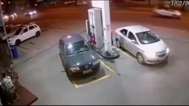 这是我见过反应最快的加油站工作人员
