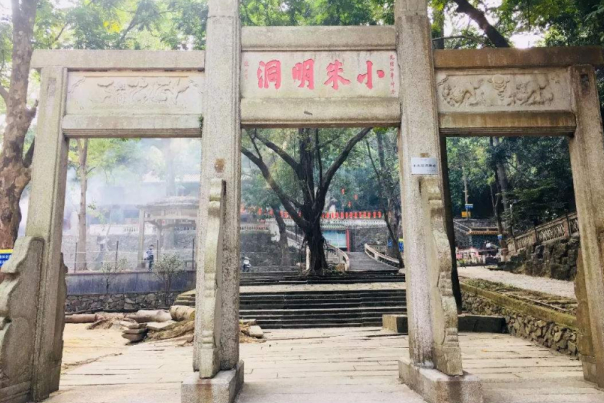 广东又一公园走红,内以寺庙出名,却有着和张衡齐名的老和尚