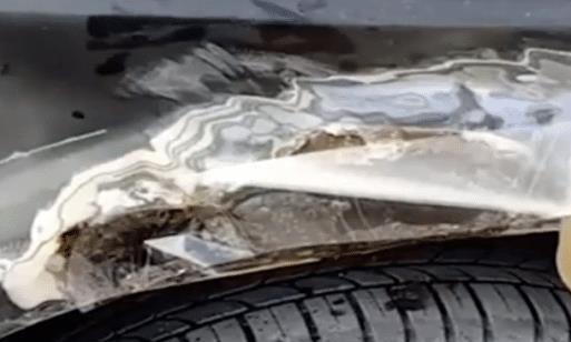 二手车贩子修车,只需一捆胶带一碗速干胶,两个月内看不出坏过