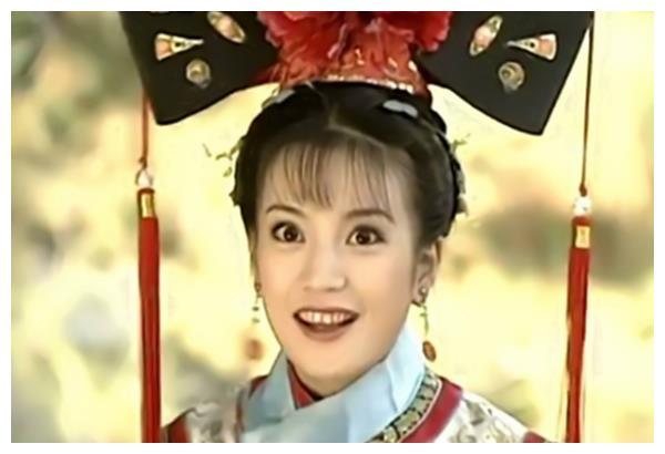 还珠格格:同样是微笑,小燕子甜美,紫薇心机,她却满嘴龅牙
