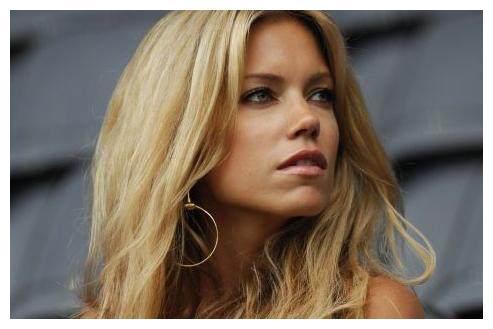 号称荷兰最性感的女人,西尔维娅在海边度假大秀身材!
