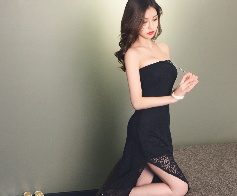 一字肩蕾丝长裙,轻盈秀丽