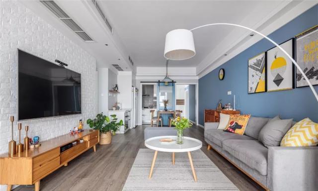 西安旧房翻新装修改造:强化挑高优势 通透明亮时尚宅