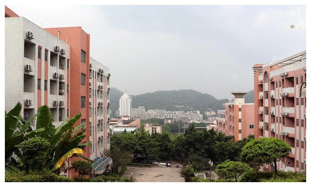 南山上的重庆邮电大学,令人难忘的辣子鸡米线,却再也回不去了
