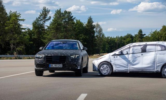 再一次颠覆对汽车安全的认知 全新奔驰S级满身黑科技