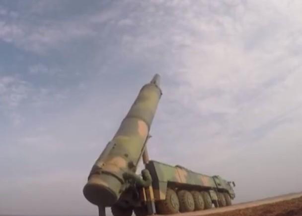 刚刚!官媒公布火箭军演练画面,发射东风26中程导弹