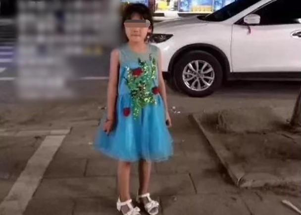湖北7岁女童失踪4天,警方在邻居后院挖出遗体